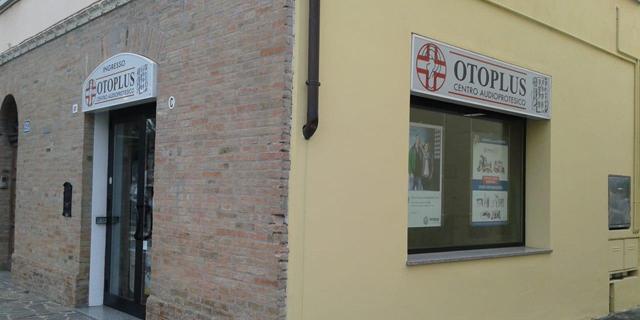 San Pietro in Vincoli: la Sanitaria Otoplus si fa grande