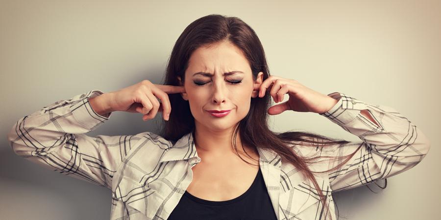 Ipoacusia e acufene: con gli apparecchi acustici si riduce lo stress